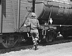 hopping train[1]